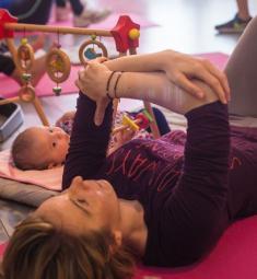 yoga-postnatal-avec-bebe-maman-bulle-nice